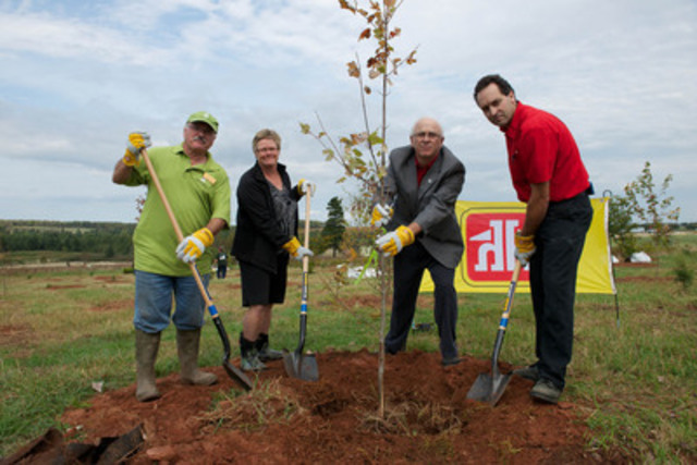 Jamie Lewis, Manager of Home Hardware Charlottetown, leads a tree plant with local dignitaries to commemorate National Tree Day. Home Hardware Dealers in 28 communities across Canada are planting mature trees to beautify their communities and foster a greener environment as part of the company's partnership with Tree Canada. From Left to Right: Bruce Smith, PEI Trees Canada Community Advisor, Beth Hoar, City of Charlottetown, Parkland Conservationist, George Webster, Minister of Agriculture and Forestry, and Jamie Lewis, Manager, Home Hardware Charlottetown. (CNW Group/Home Hardware Stores Limited)