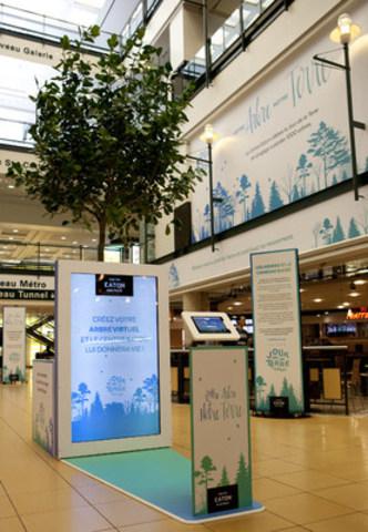 Le Centre Eaton de Montréal inaugure l'installation interactive Votre arbre, notre terre et s'engage à planter 1 000 arbres pour le Jour de la Terre, avec la participation du public. (Groupe CNW/Centre Eaton de Montréal)