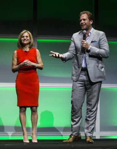 Michael Weatherly, star of Global's hotly anticipated new drama Bull, and Barb Williams, Corus' Executive Vice President and Chief Operating Officer, take to the stage at the 2016 Corus Upfront on June 9, 2016. (CNW Group/Corus Entertainment Inc.)