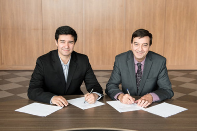 Sur la photo, messieurs Juan Schneider, président de Nanogrande, et Laurent Côté, vice-président Recherche, innovation et partenariats au CRIQ (Groupe CNW/Centre de recherche industrielle du Québec)