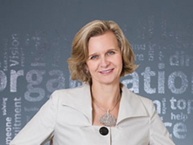 Elizabeth Watson, Q.C, President of Watson Inc., one of 8 EG Awards judges in 2013. (CNW Group/Canadian Society of Corporate Secretaries)