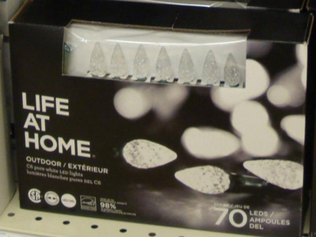 Lumières extérieures DEL Life at Home C6, emballages de 70 - blanches (Groupe CNW/Les Compagnies Loblaw limitée)