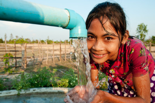Safe water, provided by Samaritan's Purse and helpful Canadian donors, is transforming the life of this girl and more than a million more people in the developing world. (CNW Group/Samaritan's Purse Canada)