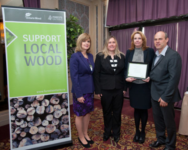 Sawmill Sid receives the Ontario Wood Award from Director of Forest Tenure and Economics Branch, Ministry of Natural Resources and Forestry, Faye Johnson. Right to left: Faye Johnson, Sasha Gendron, Sheila Gendron, Sid Gendron. (CNW Group/Forests Ontario)