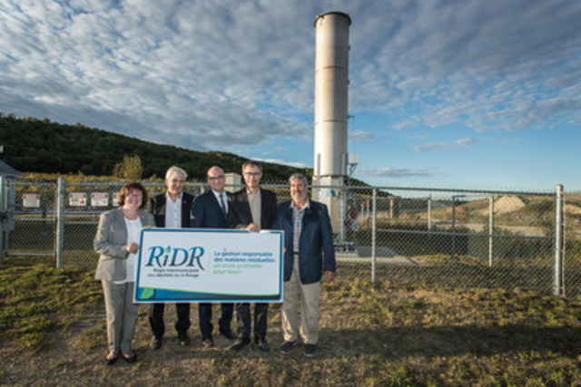 Déborah Bélanger, mayor of Rivière-Rouge; Jean Bernier, Assistant Director, Environment, WSP; Vincent Pouliot, Carbon Market and Energy Efficiency Manager, Gaz Métro; Marc Forget, General Manager, RIDR; Gilbert Brassard, mayor of Labelle and  RIDR president. (CNW Group/Gaz Métro)