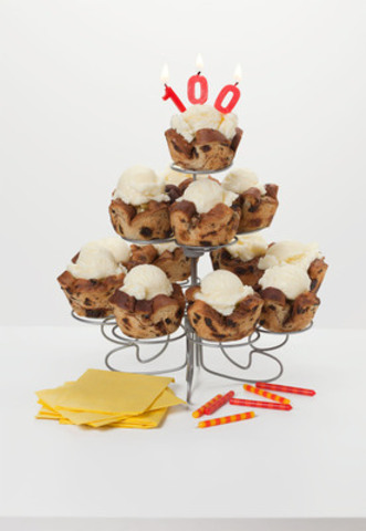 This December, Sun-Maid turns 100, and in honour of this milestone introduces Cinnamon Raisin Bread Apple Cupcakes. A celebratory and seasonal recipe perfect for the holidays. (CNW Group/Sun-Maid)