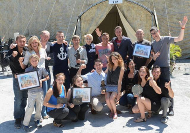 Les artistes qui ont participé à la troisième édition du Grand Cirque, accompagné de monsieur Yannick Gosselin, directeur et fondateur du Festival international de cirque de Vaudreuil-Dorion. (Groupe CNW/Ville de Vaudreuil-Dorion)