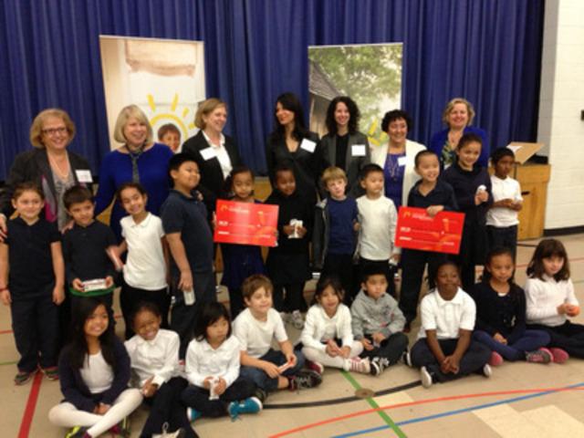 La Fondation pour les enfants le Choix du Président(MD) a annoncé qu'elle a versé un don de 3,3 millions de dollars à son programme Besoins essentiels, avenirs meilleurs, ce qui lui permettra, par l'intermédiaire des Clubs garçons et filles du Canada et de Déjeuner pour apprendre, d'offrir durant toute l'année scolaire 2013-2014 des repas et des collations santé à plus de 446 000 enfants de partout au pays. (Groupe CNW/President's Choice Children's Charity)