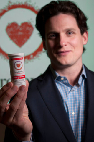 "Cardioviva, a new heart-health probiotic that is clinically proven to lower LDL (""bad"") cholesterol, is now available in Canada and the United States. Dr. Mitchell Jones, Cardioviva's product developer and CSO, holds up a sample of the small, easy-to-swallow capsule. (CNW Group/The Winning Combination)"