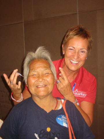Sue Vermeulen on the 2012 China mission. (CNW Group/Collingwood and Wasaga Hearing Clinic Inc.)