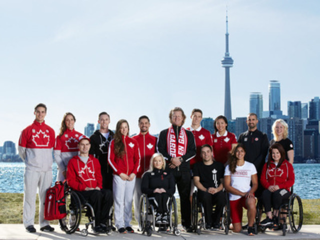 The TORONTO 2015 Pan Am and Parapan Am athletes with Chef de Mission Curt Harnett in their Hudson's Bay kit (CNW Group/Hudson's Bay)