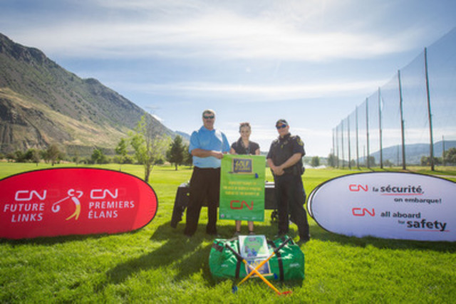 Peter Sampson, Assistant Superintendant at CN and Constable Mark Chupik, CN Police presenting a Golf in Schools banner to Ms . Cody Kelsey from Sk'elep School of Excellence at Mount Paul Golf Course in Kamloops, BC, one of the 15 schools adopted by CN through the 2015 CN Future Links Community Tour. (CNW Group/CN)