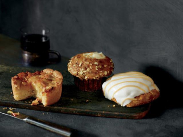 Scone à la citrouille, Muffin citrouille et fromage à la crème and Quatre-quarts aux pommes (Groupe CNW/Starbucks Coffee Canada)