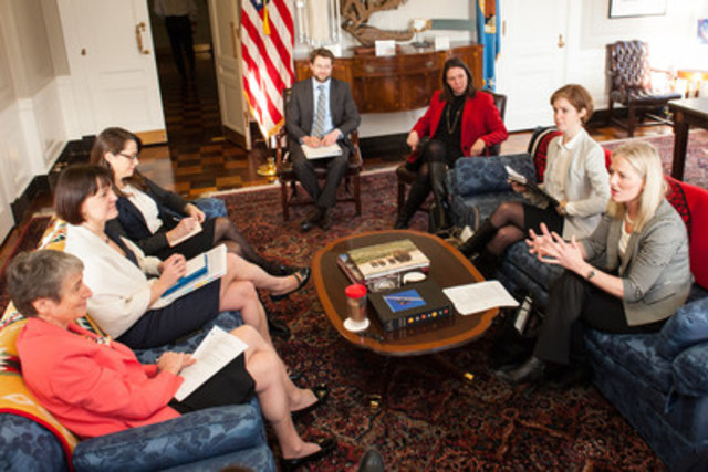 Minister McKenna meets with U.S. environment leaders and experts in Washington (CNW Group/Environment and Climate Change Canada)