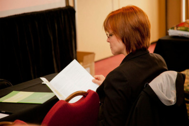 A conference delegate reviews the Pathways to the Profession document. (CNW Group/Canadian Public Relations Society)