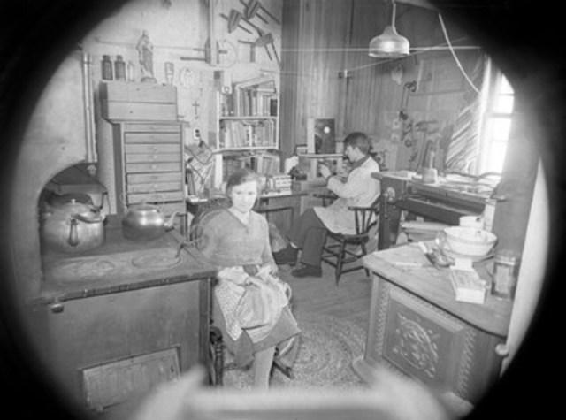 La cuisine, 19 février 1939. BAnQ Vieux-Montréal. Photo : Conrad Poirier. (Groupe CNW/Bibliothèque et Archives nationales du Québec)
