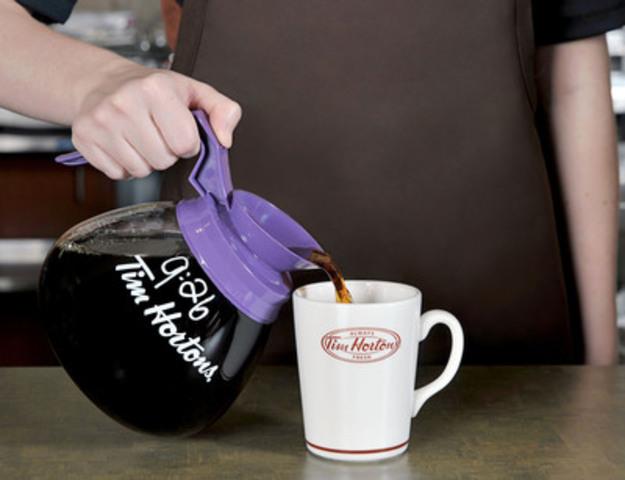 Tim Hortons a annoncé aujourd'hui qu'elle effectuera un essai pilote d'un nouveau café de torréfaction foncée dans deux marchés tests. Le nouveau café de torréfaction foncée de Tim Hortons sera offert dans les restaurants Tim Hortons participants de Colombus, Ohio, dès d'aujourd'hui, et dans les restaurants Tim Hortons participants de London, Ontario, à compter du 4 novembre (Groupe CNW/Tim Hortons)