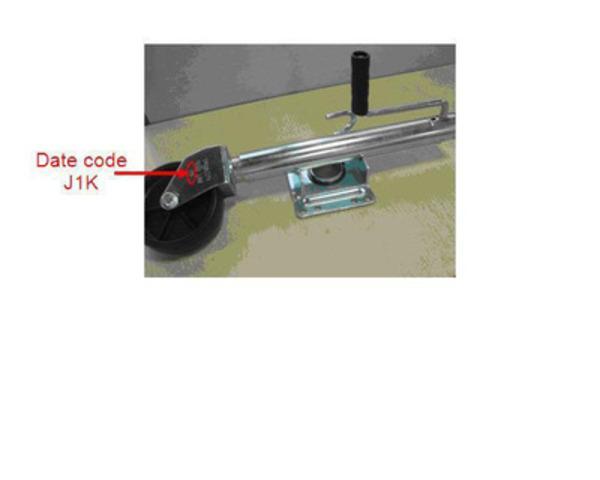 Lot de crics pivotants, 1 000 lb maximum, portant le code J1K (Groupe CNW/Société Canadian Tire Limitée)