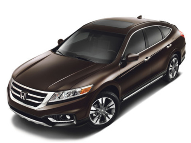 The 2013 Honda Crosstour has received extensive updates, including more purposeful exterior styling, significant upgrades to the interior design and materials, and a more powerful and more fuel-efficient Earth Dreams™ V6. The 2013 Honda Crosstour goes on sale November 21, 2012, and pricing begins at $28,990. (CNW Group/Honda Canada Inc.)