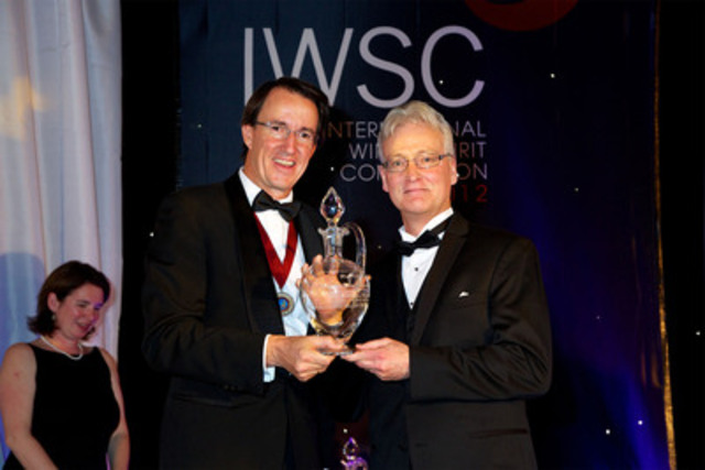 Inniskillin winemaker Bruce Nicholson accepting the Top Canadian Producer award at the IWSC. (CNW ...