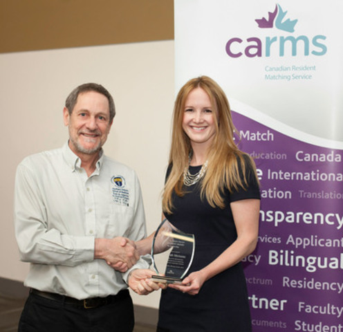 Dr. Roger Strasser, Dean of the Northern Ontario School of Medicine, presents the 2014 Sandra Banner Student Award for Leadership to Dr. Sarah Mary McIsaac during the CaRMS Forum - Interactive at the Canadian Conference of Medical Education in Ottawa. (CNW Group/Canadian Resident Matching Service (CARMS))