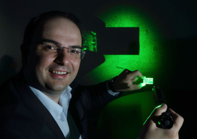 George Palikaras, President and CEO Lamda Guard demonstrates the effectiveness of his uniquely transparent yet 100% deflective nanocomposite windshield film at the announcement of the company's partnership with leading aircraft manufacturer Airbus. The film has the capacity to disable cockpit laser strikes. (CNW Group/Lamda Guard)