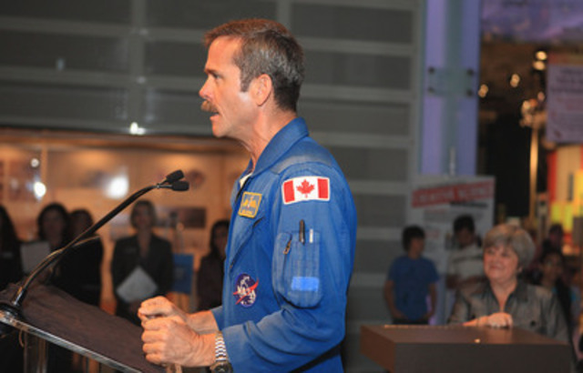 Chris Hadfield speaking at the 2010 Weston Youth Innovation Award ceremony at the Ontario Science Centre (CNW Group/Ontario Science Centre)