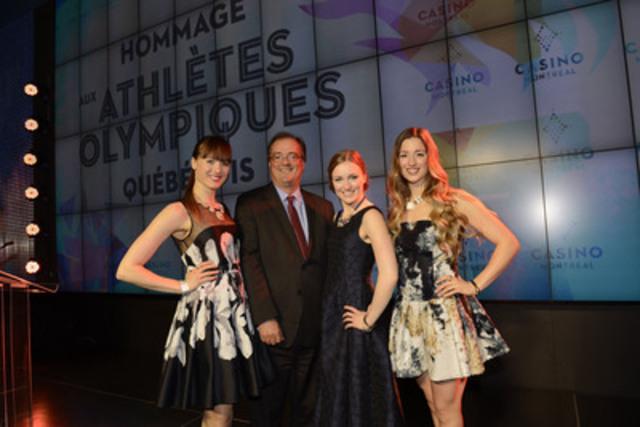 À l'occasion de la cérémonie Hommage aux athlètes olympiques québécois, qui s'est tenue le jeudi 1er mai au Casino de Montréal, on reconnait le président et chef de la direction de Loto-Québec, Gérard Bibeau, entouré de Maxime, Justine et Chloé Dufour-Lapointe (Groupe CNW/Loto-Québec)
