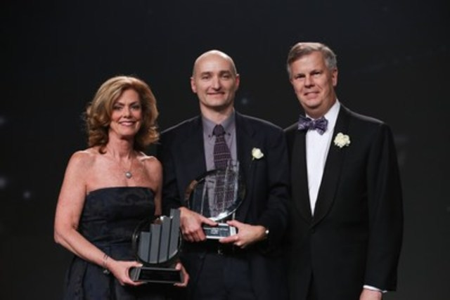Neil Cawse of Geotab Inc. (centre) was named EY Entrepreneur Of The Year Ontario 2015 at an awards gala in Toronto last night. Eric Rawlinson and Colleen McMorrow of EY presented the award. (CNW Group/EY (Ernst & Young))