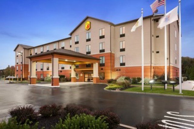 A multi-year journey, the brand's redesign represents more than $103 million in renovations by Super 8 hotel owners across nearly 1,800 properties throughout the U.S. and Canada. Above, the Super 8 in Pennsville, N.J. (CNW Group/Super 8)