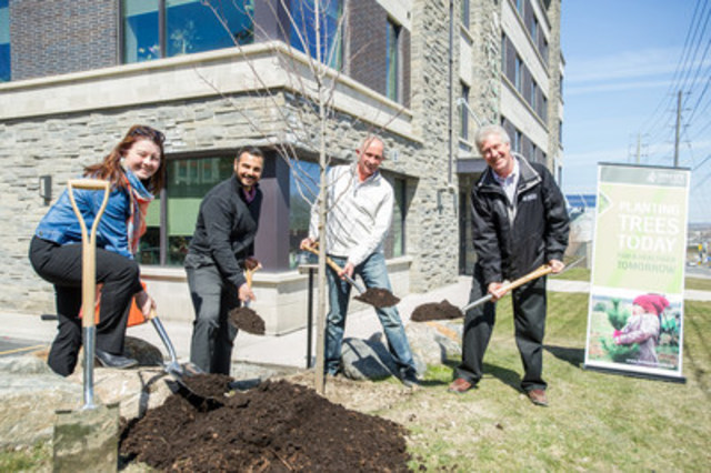 Forests Ontario and Del Ridge Homes plant the first of 140,000 trees as part of the GreenLife Woods initiative. From left: Shelley McKay (Director of Communications & Development, Forests Ontario), George Le Donne and Dave De Sylva (Principals, Del Ridge Homes), and Rob Keen (CEO, Forests Ontario) (CNW Group/Forests Ontario)