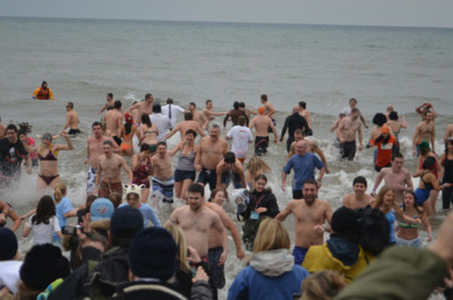 More than 700 Canadians braved cold temperatures at The Courage Polar Bear Dip, the largest polar bear dip for charity in Canada. The event raised more that $130,000 for World Vision water projects in Africa. (CNW Group/World Vision Canada)