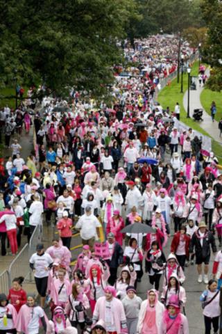 Plus de 15 000 membres de l'Équipe CIBC se sont joints aux milliers de participants à la Course à la vie CIBC de dimanche. (Groupe CNW/Canadian Breast Cancer Foundation)