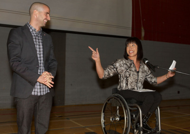 Today's ceremony was hosted by Paralympic champion wheelchair racer Chantal Petitclerc (Canada's Chef de Mission for the Glasgow 2014 Commonwealth Games and the Rio 2016 Paralympic Games). (CNW Group/Canadian Paralympic Committee (CPC))