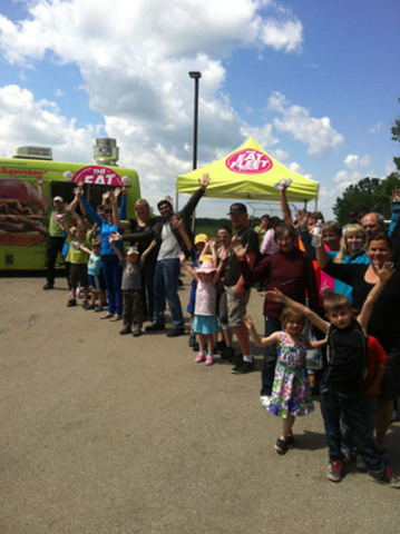President's Choice® EAT FLEET food trucks and local Loblaw employees serve food to residents of Blackie Alberta, temporarily residing at the Blackie Evacuation Shelter on June 23 (CNW Group/Loblaw Companies Limited)