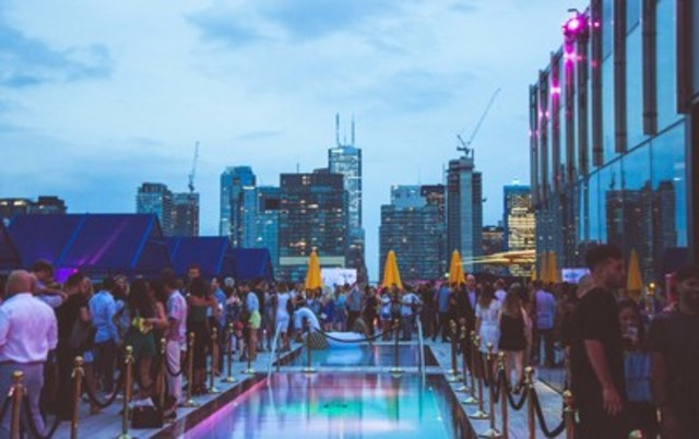 LAVELLE provides unparalleled views of Toronto, with both indoor and outdoor dining and lounge spaces (Photo credit: Igor Aldomar) (CNW Group/LAVELLE)