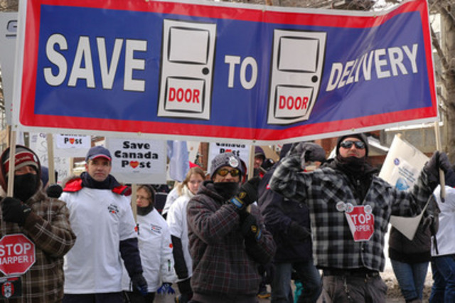 Postal workers protesting cuts at a rally in Ottawa, Sunday January 26th (CNW Group/Canadian Union of Postal ...