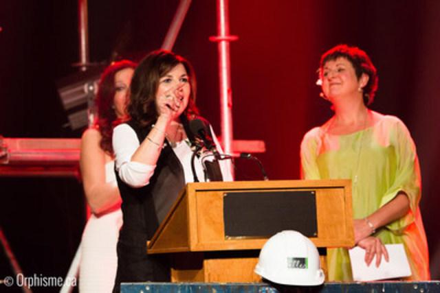 Mme Diane Lemieux, présidente-directrice générale de la Commission de la construction du Québec. En arrière-plan à droite : Marie-Lise Pilote. (Groupe CNW/Les Elles de la Construction)