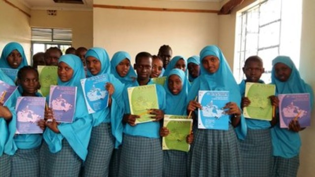 Morneau Shepell Form II students pose for a photo after receiving letters from students in Canada. (CNW Group/United Nations High Commissioner for Refugees)