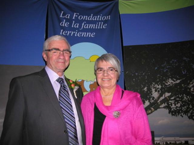 Pour Robert Lefebvre et Nicole Nicole Marcotte, le métier d'agriculteur est une fierté. (Groupe CNW/Fondation de la famille terrienne)