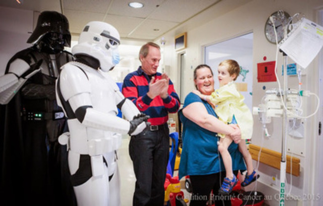 With Darth Vader and his storm troopers from the franchise Star Wars, astronaut Steve MacLean, patron of the 7th National Conference to Defeat Cancer, presented by la Coalition Priorité Cancer au Québec,  indulged in wonderful moments with children at the CHU Sainte-Justine, in Montreal. For additional information, www.conferencecancer.com (CNW Group/Coalition Priorité Cancer au Québec)