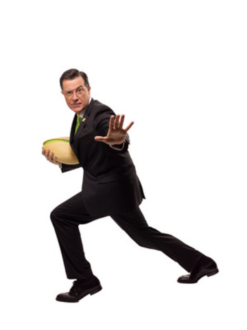 Stephen Colbert strikes a pose for Wonderful Pistachios' upcoming Super Bowl spot (CNW Group/Wonderful Pistachios)