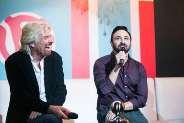 Le fondateur du Groupe Virgin Sir Richard Branson (à gauche) et directeur général de Virgin Mobile Canada Joseph Ottorino (à droite) dévoilent comment le mouvement RE*Génération de Virgin Mobile aidera les jeunes à risque et les jeunes itinérants à trouver des emplois, au Virgin Mobile MOD Club ce lundi, 8 septembre. (Groupe CNW/Virgin Mobile Canada)