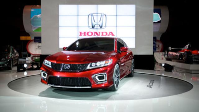 Honda a dévoilé le tout nouveau Coupé Accord Concept 2013 à l'occasion du Salon international de l'auto du Canada. Ce modèle Accord de la neuvième génération est doté d'une foule de nouvelles technologies de pointe qui permettront à Honda et à l'Accord de continuer à dominer le secteur en matière d'économie de carburant, de caractéristiques de sécurité perfectionnées et de conduite agréable. (Groupe CNW/Honda Canada Inc.)