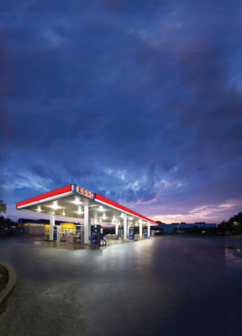 An Esso retail station in Oakville, ON. Media who use the image must credit photographer Chris Gordaneer. (CNW Group/Imperial Oil)