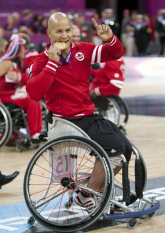 Le vétéran joueur de basketball en fauteuil roulant David Eng (Montréal, Qué.), triple médaillé paralympique, portera le drapeau pour Équipe Canada lors de la cérémonie d'ouverture des Jeux paralympiques de Rio 2016 le 7 sept. (Groupe CNW/Comité paralympique canadien (CPC))