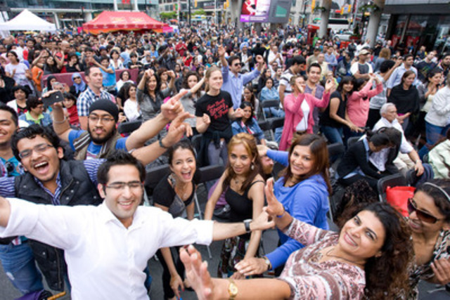 More than 10,000 Bollywood fans filled Toronto's Yonge-Dundas Square for the finale of the CIBC IIFA Bollywood Dance Moves Competition. (CNW Group/CIBC)