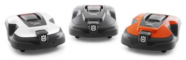 Robot personnalisable grâce à une coque blanche ou orange. (Groupe CNW/Husqvarna Canada)
