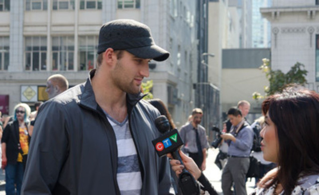 NHL Coyote Phoenix Brett MacLean talks to CTV about surviving cardiac arrest (CNW Group/Heart and Stroke Foundation)