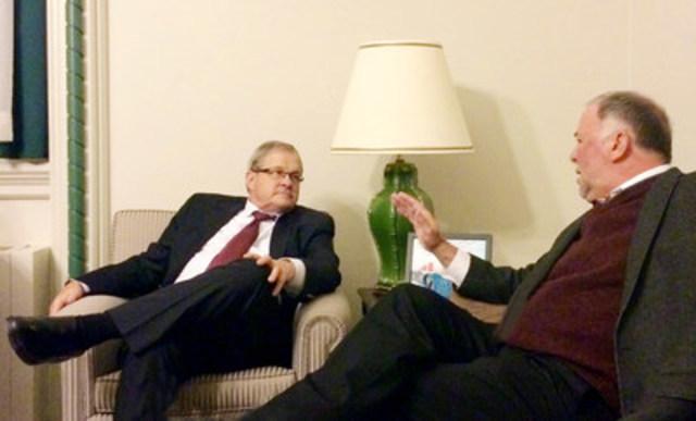 L'honorable Lawrence MacAulay, ministre de l'Agriculture et de l'Agroalimentaire du Canada, et M. Pierre Paradis, ministre de l'Agriculture, des Pêcheries et de l'Alimentation du Québec. (Groupe CNW/Cabinet du ministre de l'Agriculture, des Pêcheries et de l'Alimentation)